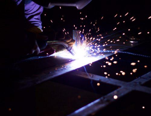 Confection des portes métalliques